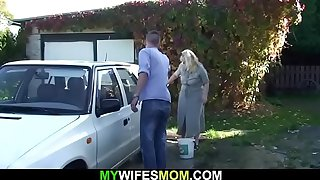 Son-in-law bangs her old pussy outdoors