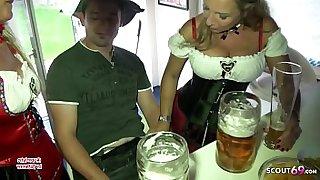 Bi Jenny und ihre reife Freundin ficken 18 Jahre jungen Typen nach Oktoberfest Party - German Mature