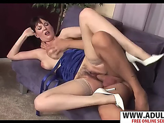 Juvenile mommy tina tyler gives blow job well touching step son