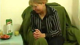 Amateur Blonde Mom Fucks Her Son's friend