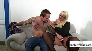 Blonde Mature seduce young boy - Watch part 2 on maturesland.com