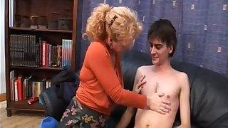 Boy seduced by his sexy auntie!