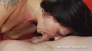 Horny Mom Gets her Mature Pussy Pounded