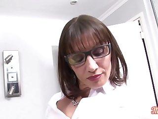 Eloï_se, folle d'_anal elle a besoin de deux bites